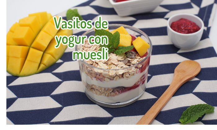 Vasitos de yogur con muesli